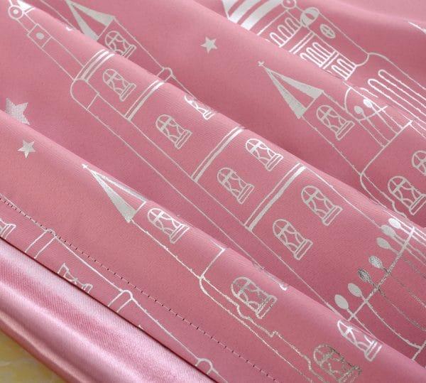 Kasteel roze gordijnen