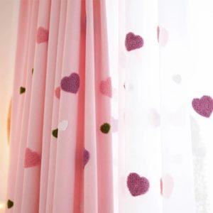 Roze hartjes gordijnen
